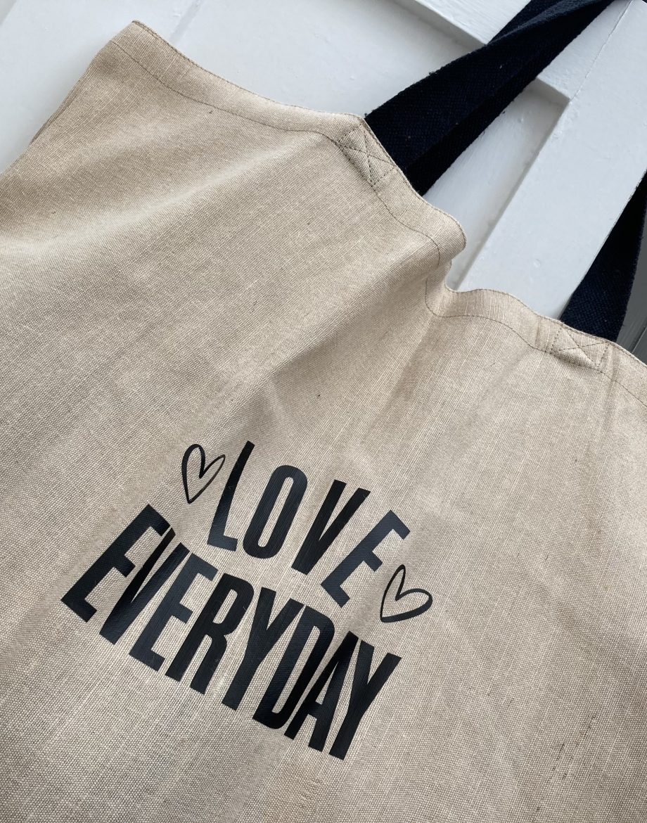 Over-Sized-Jute-Bag-Close-Up-Love-Everyday